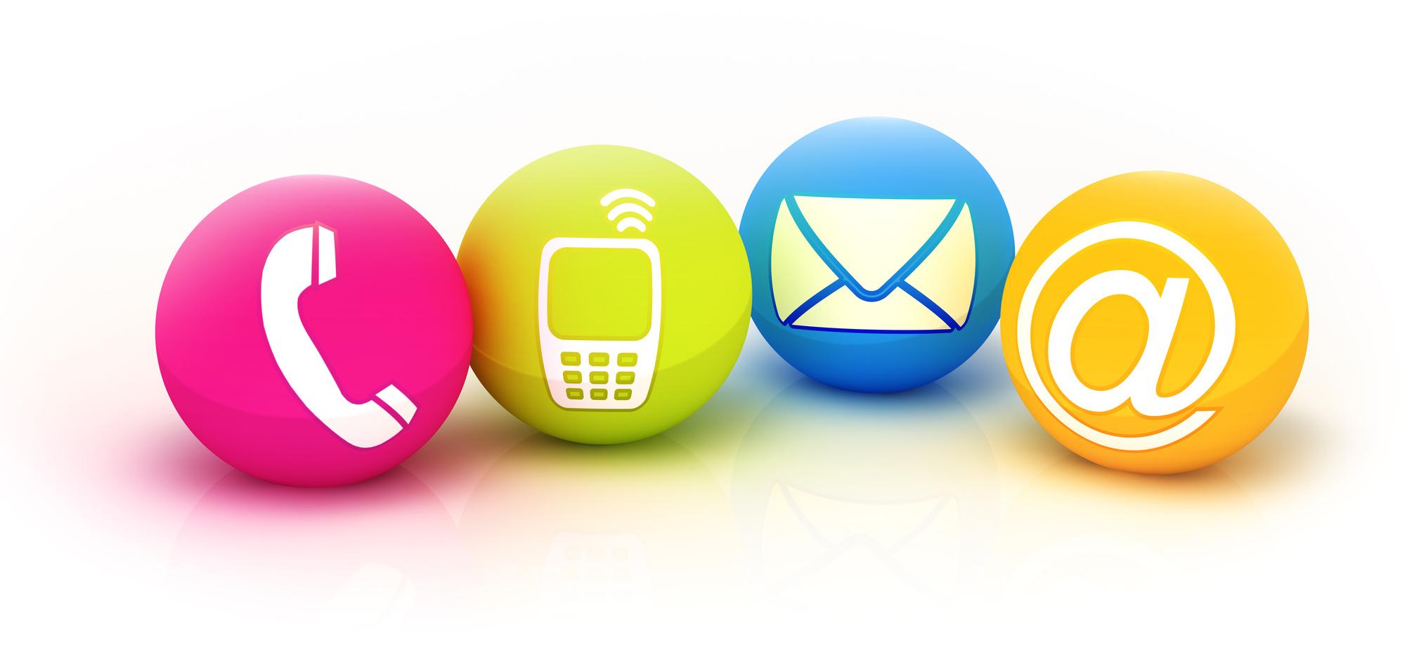 Vier farbenfrohe Kugeln in pink, grün, blau und orange mit Kontaktsymbolen (Telefonhörer, Smartphone, Brief und einem at Zeichen)